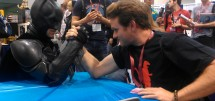 Batman_Armwrestling